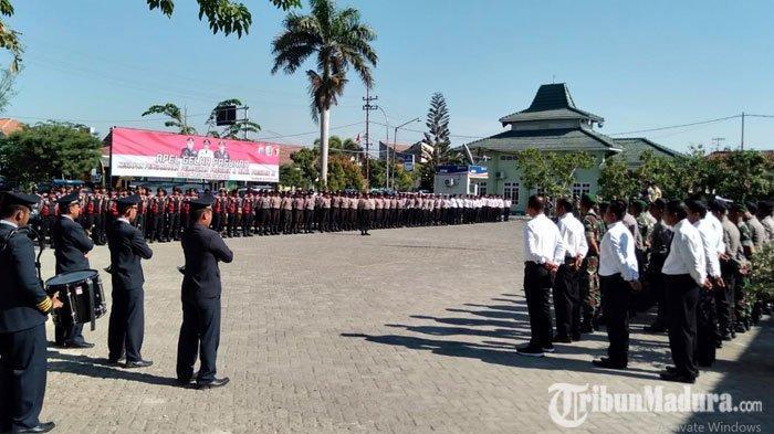 Mendekati Hari Pelantikan Presiden danWapres Jokowi-Maruf Amin, Polres Sampang Gelar ApelPasukan