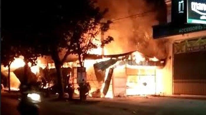 Deretan Warung diNgunutTulungagung Terbakar, Api Tiba-Tiba Muncul dari Tiang Listrik