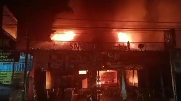 Selang Gas Bocor, Tujuh Kios di Ruko Smart Sambal di Kecamatan Babat Lamongan Ludes Terbakar