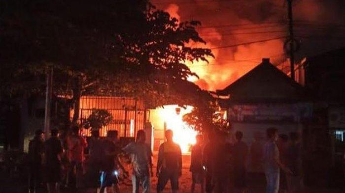 Kebakaran Melalap Satu Rumah Warga Kauman Tulungagung, Kerugian Diperkirakan Mencapai Rp 300 Juta