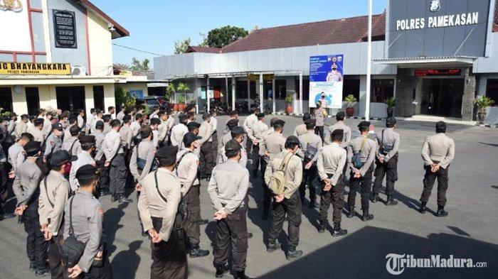 Unjuk Rasa Penolakan RUU HIP di Sumenep,Polres Pamekasan Kirim Puluhan Personelke Kota Keris