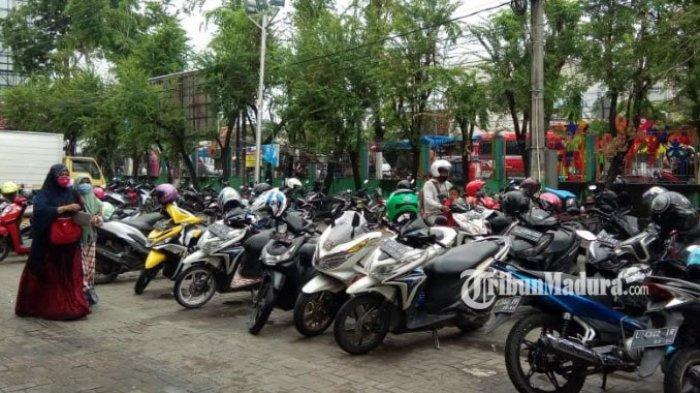 BERITA MADURA TERPOPULER: Daftar Tarif Parkir Berlangganan di Bangkalan hingga Sumenep Zona Kuning
