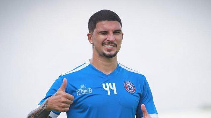 Dianugerahi Wajah Tampan dan Tubuh Ideal,Bek Arema FC Arthur Cunha Ungkap Kiat Jaga Kondisi Badan