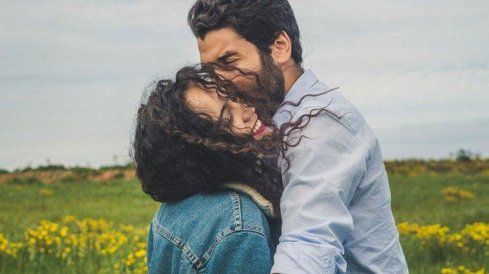 Arti Mimpi Mencium Mantan Pacar, Benarkah Maksudnya Dia Ngajak Balikan? Simak Penjelasan Lengkapnya