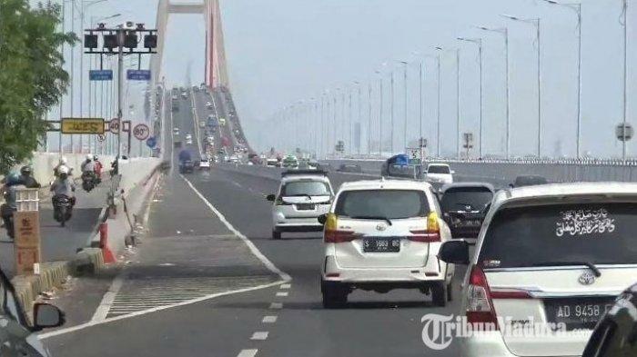 Satlantas Polres Bangkalan Gelar Rapid Test di Gerbang Jembatan Suramadu saat Malam Tahun Baru