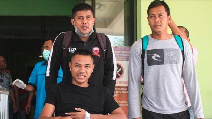 Dokter Tim Madura United Ungkap Keadaan TerkiniAsep Berlianusai Benturan dengan Pemain PSS Sleman
