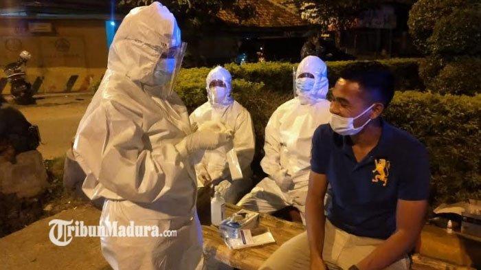 Penyekatan di Perempatan Torjun Sampang, Satu Pemain Madura United Tak Luput Lakukan Tes Antigen