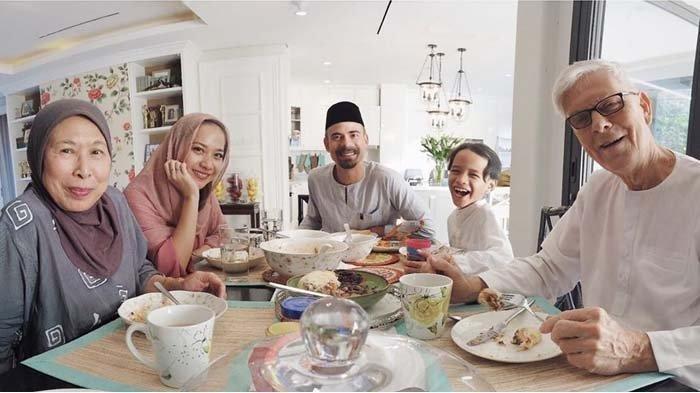 Pertama Kali Rayakan Idul Fitri Tanpa Suami, Bunga Citra Lestari Bagikan Foto Bersama Noah Sinclair