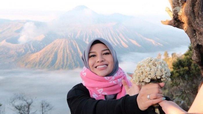 Dihujat Netizen Gegara Bunga Edelweis, Atta Halilintar Mengaku Hanya Berniat Bantu Ibu Penjual Bunga