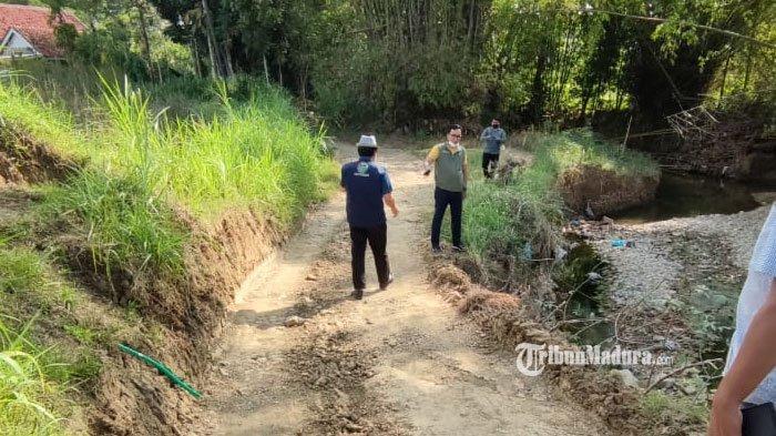 Rusak dan Berbatu, Akses Jalan Desa Bujur Barat - Desa Pengereman Pamekasan Diperbaiki Tahun Depan