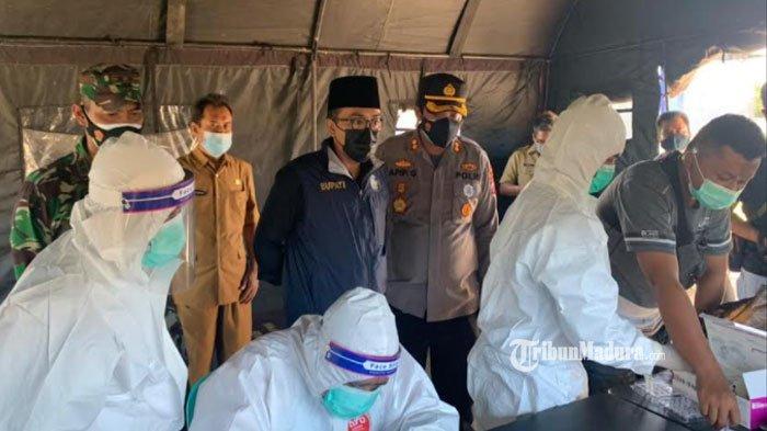 Penyekatan dan Rapid Test Antigen Acak di Pamekasan, Tiga Pengendara Dinyatakan Positif Covid-19