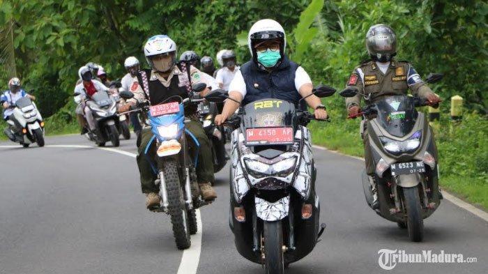 Bupati Pamekasan Keliling 7 Kecamatan Naik Motor, Pantau Langsung Kondisi Jalan Raya yang Dibangun