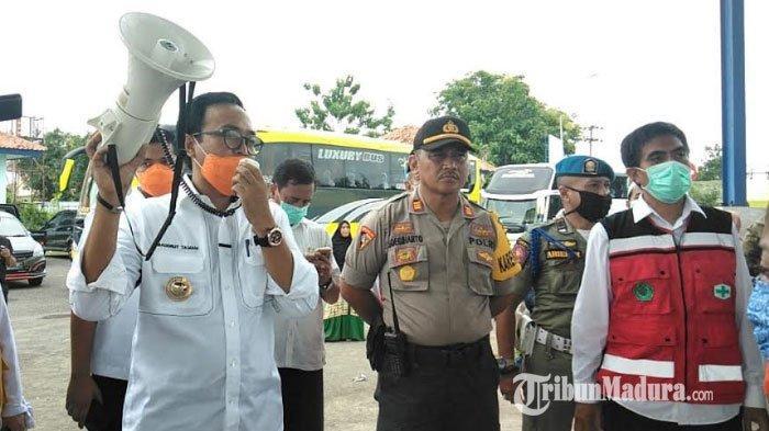 Bupati Baddrut Tamam dan Wabup Pamekasan Raja'e Hibahkan Seluruh Gajinya untuk Relawan Covid-19