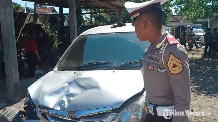 Hilang Kendali, Mobil Tabrak 2 Sepeda Motor di Kota Blitar,Satu Pengendara Motor Alami Luka Berat