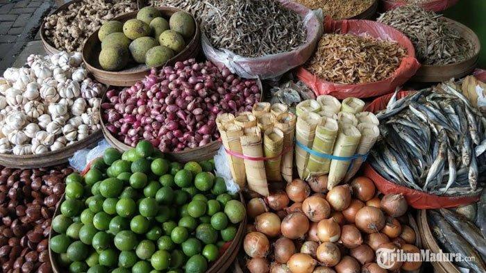 Bahan pokok dapur Pasar Basah, Kabupaten Trenggalek, Kamis (17/12/2020).