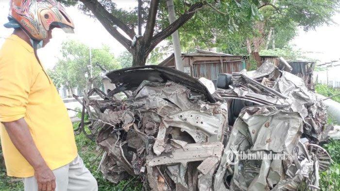 Mobil Suzuki Ertiga Hancur Tak Berbentuk Setelah Ditabrak Kereta Api di Lamongan, Dua Orang Tewas