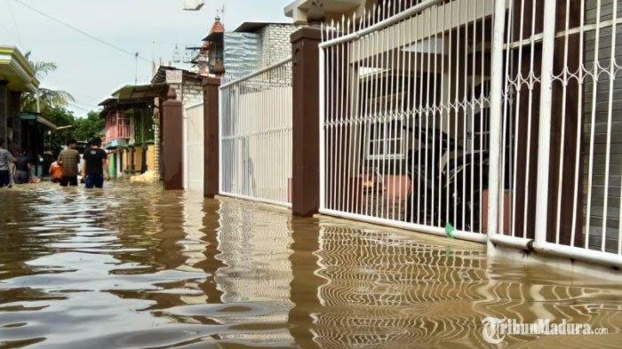 Sejumlah Kelurahan di Sampang Banjir, Air Menggenangi Rumah Warga Akibat Luapan Sungai Kemuning