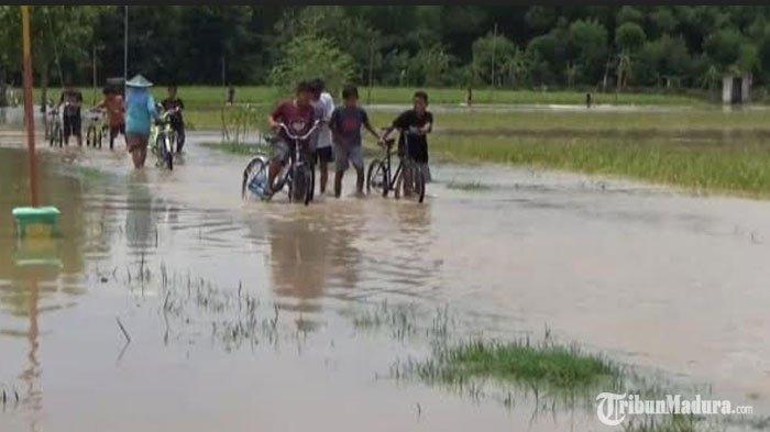 15 Desa di Ngawi Terendam Banjir Akibat Luapan Sungai Bengawan Solo, Saluran Air Tersumbat Sampah