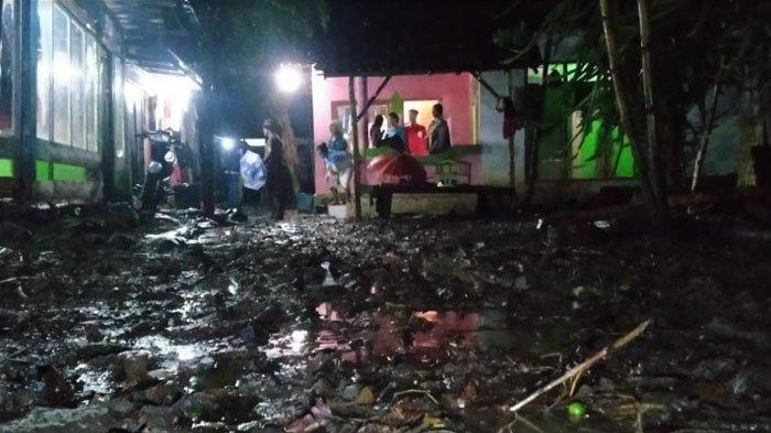 Bondowoso Diguyur Hujan 8 Jam,Desa Leprak Direndam Banjir Selutut Orang Dewasa, 10 Rumah Tergenang