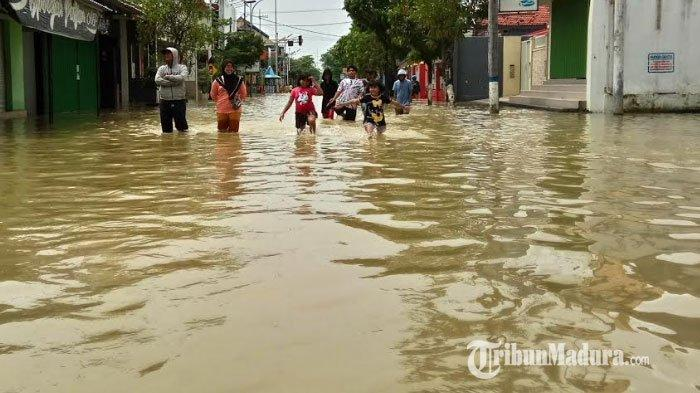 Wilayah Perkotaan Sampang Terendam Banjir Hingga 2 Hari Belum Surut, BPBD:Ada Tambahan Hujan Kemarin