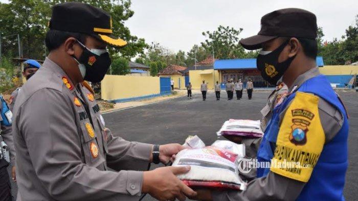 52 Ton Bansos Beras dari Presiden Mulai Didistribusikan, Sasar Warga Pamekasan yang Terdampak PPKM
