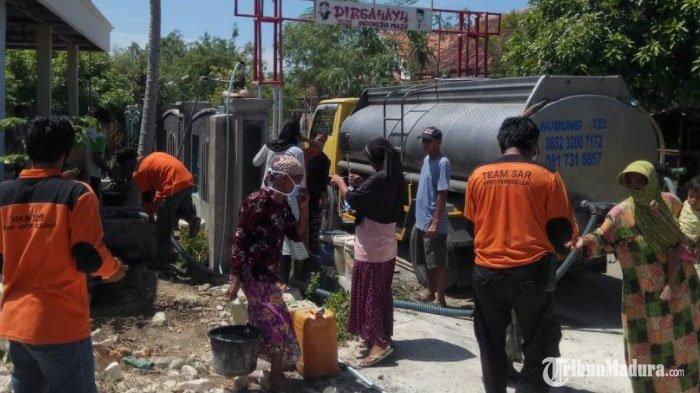 Rawan Kekeringan, Dua Desa di Tlanakan Dapat Bantuan16 Ribu Liter Air Bersih dariFRPB Pamekasan