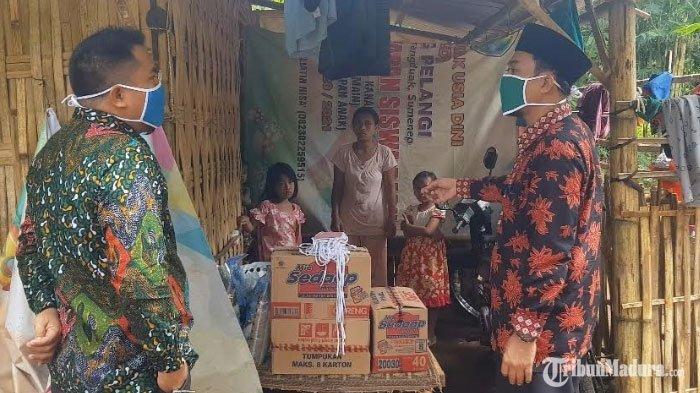 Keluarga Miskin yang Tinggal di Hutan Bambu Karena Terdampak Covid-19 Akhirnya Dapat Bantuan Sembako