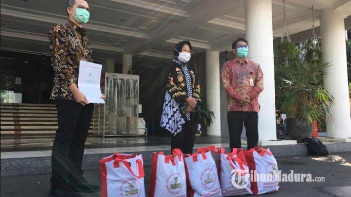 Presiden Jokowi Kirimkan 10 Ribu Paket Sembako untuk Warga Surabaya yang Terdampak Pandemi Covid-19
