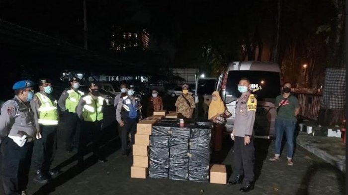 Polisi Curiga Elf Plat Nomor Madura Melintas saat Jam Malam PSBB Surabaya, Ketahuan Ada Rokok Ilegal