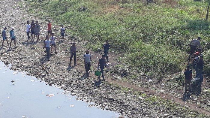 BREAKING NEWS - Heboh Penemuan Mayat Bayi Laki-Laki di Sungai Jember, Diduga Sudah Meninggal 3 Hari