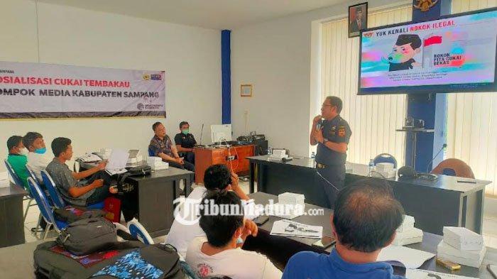 Antisipasi Peredaran Rokok Ilegal di Sampang, Bea Cukai Bersama Diskominfo Gelar Sosialisasi