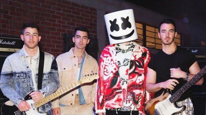 Marshmello Buat Lagu Bersama Jonas Brothers, Berikut Chord Gitar Lagu 'Leave Before You Love Me'