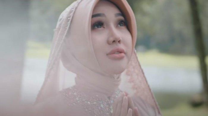 Lirik Lagu Syukur, Lagu Religi Terbaru Lucinta Luna, Mantan Abash Tampil Berhijab dalam Musik Video