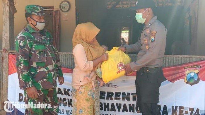 Polsek Waru Pamekasan Berikan Bantuan Paket Sembako ke Warga Terdampak Pandemi di Empat Desa
