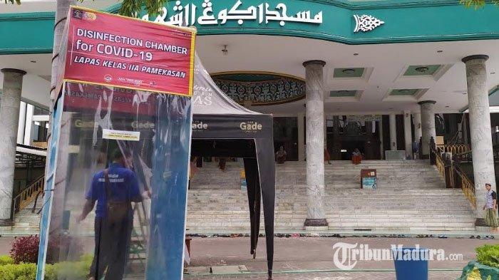 Lapas Klas IIA Pamekasan Berikan Bantuan Bilik Sterilisasi Corona ke Masjid Agung Asy-Syuhada