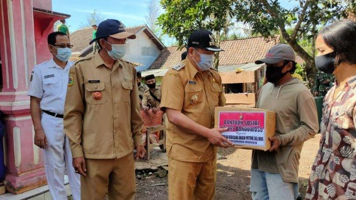 Diterjang Angin Puting Beliung, 34 Rumah Warga Bondowoso Rusak Berat, BPBD Berikan Bantuan