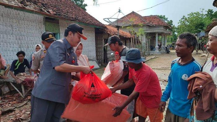 Desa di Sumenep ini Disebut JadiLangganan Angin Puting Beliung,BPBD Sumenep Beri Bantuan Warga