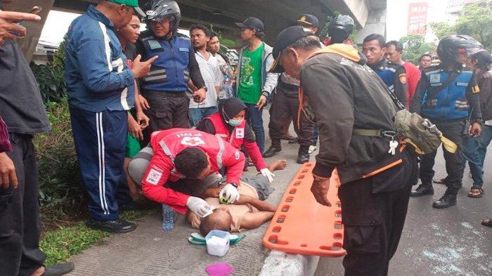BREAKING NEWS - Disaksikan Anak, Bapak di Surabaya Bunuh Diri dari Flyover & Hantam Mobil, Nasibnya?