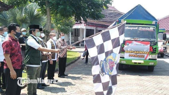 Bupati Ra Latif Berangkatkan 748 Ton Beras untuk Keluarga Penerima Manfaat Bangkalan Terdampak PPKM