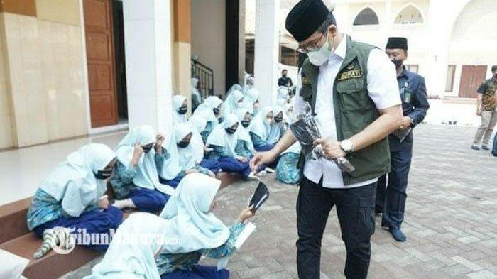 Jadi Satu-Satunya Wilayah Madura yang Level 3, Bangkalan Terus Gencarkan Vaksinasi untuk Warganya