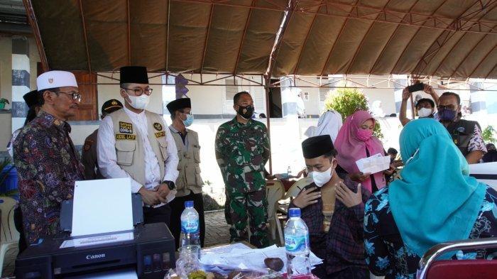 Kebut Capaian Vaksinasi, Bupati Bangkalan Tiada Henti Datangi Lokasi Vaksinasi