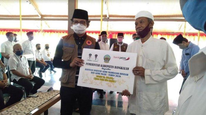 Bupati Bangkalan RK Abd Latif Amin Imron Gelontorkan Rp 5,6 Miliar untuk Guru Madrasah & Guru Ngaji