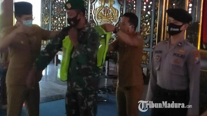 Siap-siap, Tidak Pakai Masker, Warga Bangkalan Diberi Sanksi Bersih-Bersih Sarana dan Fasilitas Umum