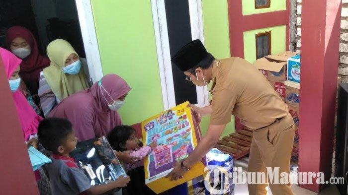 Bupati Bangkalan Kunjungi Rumah Duka Serda Eko Prasetyo, Istri Alm: Saya Ingin Melihat Terakhir Kali