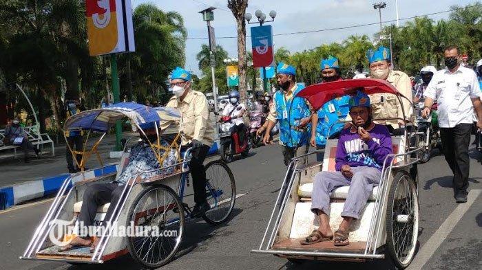 Aksi Bupati Jember Kayuh Becak Hingga Ngos-Ngosan saat Peluncuran Angkutan Wisata Jember