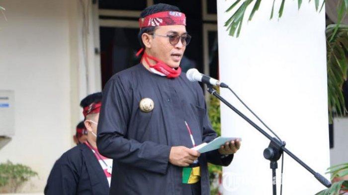 Bupati Pamekasan, Baddrut Tamam saat menjadi inspektur upacara di peringatan Hari Ulang Tahun Pamekasan yang ke-490 tahun, Selasa (3/11/2020).