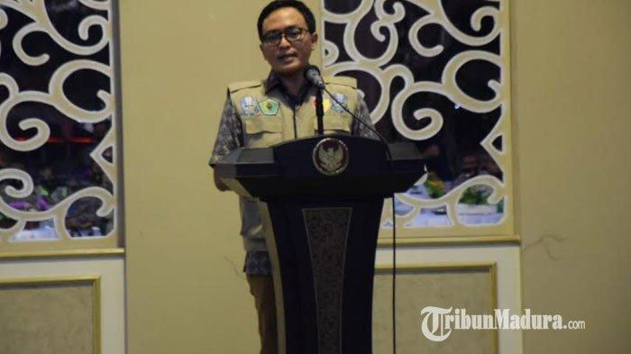 Bupati Pamekasan, Baddrut Tamam saat memberikan sambutan saat akan melaunching mobil pemburu pelanggar protokol kesehatan di aula Pendopo Mandhapa Aghung Ronggosukowati, Rabu (16/9/2020) malam.