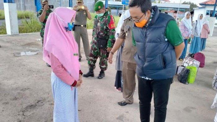 90 Santri Asal Pamekasan Pulang Kampung Naik Bus, Diperiksa oleh Tim Satgas Covid-19, Ini Hasilnya