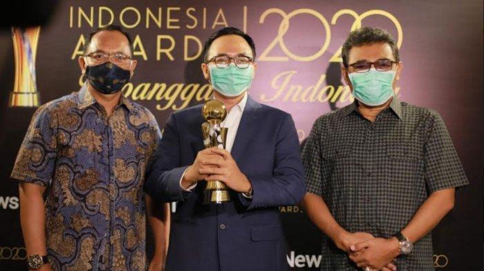 Bupati Pamekasan, Baddrut Tamam (tengah) saat menerima penghargaan di MNC Conference Hall, Kebon Sirih, Jakarta, Rabu (7/10/2020) kemarin.