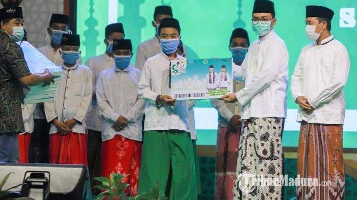 Bupati Pamekasan Launching 2000 Beasiswa Santri saat Acara Maulid Nabi, Berharap Ada Santri Hafiz